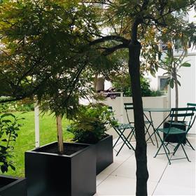 Deux pièces avec terrasse sur jardin. Calme absolu.