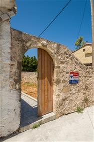 Μονοκατοικία σε παραδοσιακό χωριό