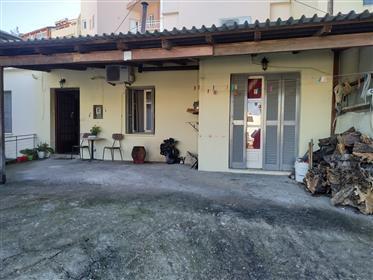 Παραδοσιακή μονοκατοικία στην πόλη