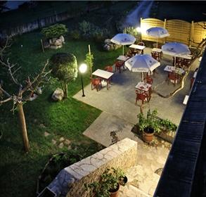 Restaurant établi à vendre dans le charmant port fluvial médiéval de Douelle.