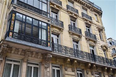 5 pièces meublé Montaigne/Champs Elysées