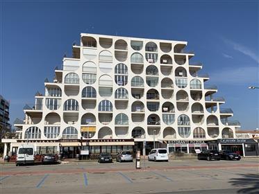 Apartamento Renovado con 1 Dormitorio en 1a Línea de Mar