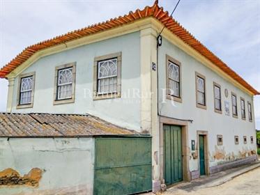 Casa c/terreno em Ovar