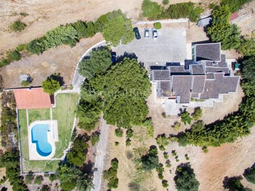 Autorenhaus in einem Bauernhof mit herrlichem Blick 30 Minuten von Lissabon entfernt