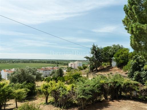 Moradia de autor inserida numa quinta com vistas deslumbrantes a 30 minutos de Lisboa