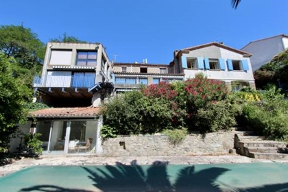 Built around 1900, this high quality architect-designed villa is located in the region of