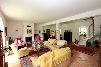 This equestrian domain is located in the region of Carcassonne, Languedoc Roussillon, Occi