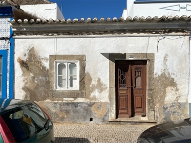 Looking for a villa with a traditional facade in the heart of TaviraFastighetsbyran has a