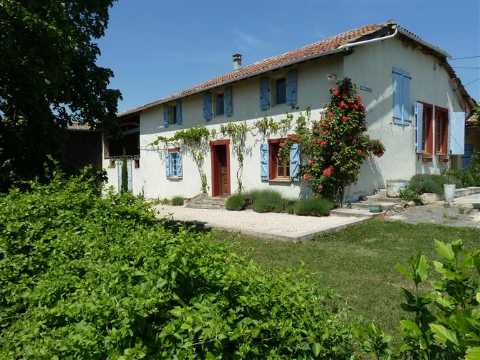 12 room-farm (renovated, 200m2) with  23,5 hectares & panora...