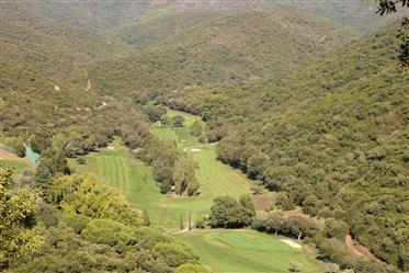 Terrain viabilisés vue golf sur le Domaine de Valcros