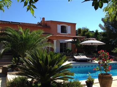 En vente Villa 7 pièces avec piscine sur le Golf de de Valcr...