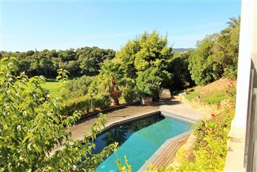 Villa T6 prestations haut de gamme avec superbe vue sur le g...