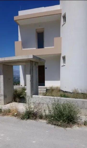 Πολυτελής μεζονέτα 260τμ υπό κατασκευή στο Ηράκλειο Κρήτης.