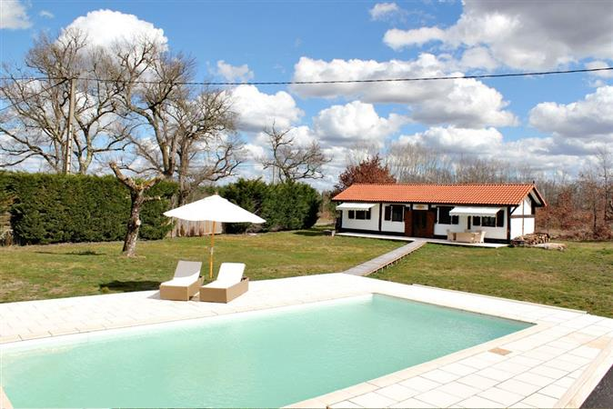 Traditional Landais House and barn with pool for sale.