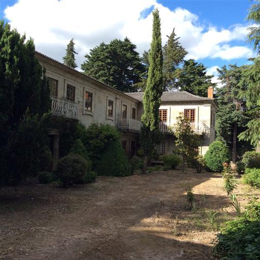 Antiga casa do século XIX para o Portugal