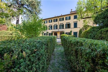 Charming seventeenth-century villa with private park