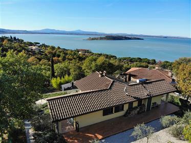 Villa lumineuse donnant sur le lac Trasimeno