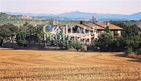 En la provincia del Solsones, en Villaro del Bosc, se encuentra este exclusivo Hotel rural