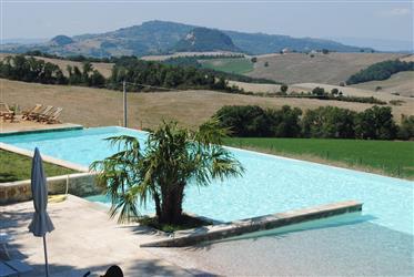 Appartamento al piano primo con 2 camere in complesso con piscina