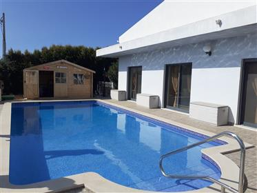 House T4, swimming pool.