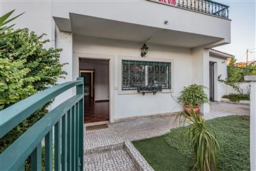 Semi-detached House T4+2 In The Sobreda