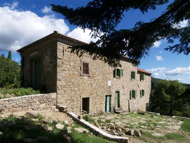 Beautifully located stone house in good conditions