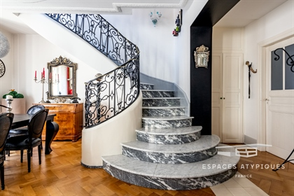 Duplex with bourgeois touches