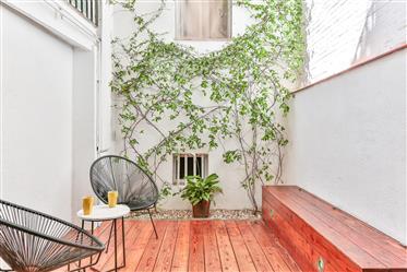 Planta baja sostenible con terraza en Poble Sec