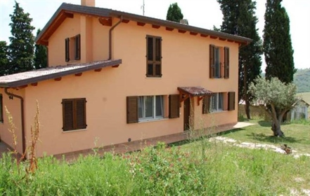 Attractive property situated in a panoramic position just 15 min. Away from the beautiful