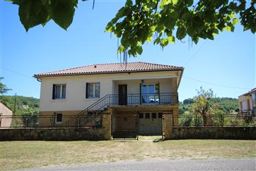 Large property within walking distance of Siorac en Perigord