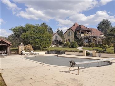Splendide propriété, comprenant maison principale, studio, piscine, pool house, double garage sur un