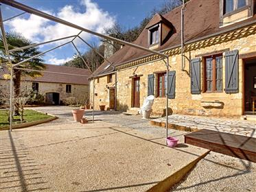 Belle propriété avec 3 chambres, grange et accès direct a la Dordogne