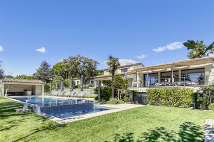 Luxury villa in a secure estate a stone's throw from the village
