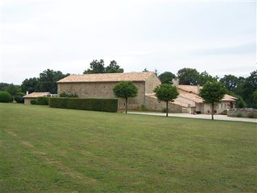 House: 350 m²