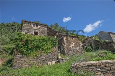 17Th century stone house of 194 sqm, to renovate,on a land of 2111 sqm
