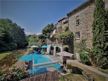 Mas du Xviii - 4 unités d'habitation indépendantes avec piscine