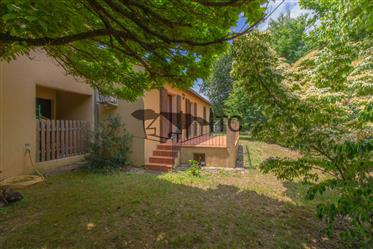 A 2 Minutes Du Centre Des Vans, Grande Villa  Avec Terrain Arbore Attenant Et Piscine
