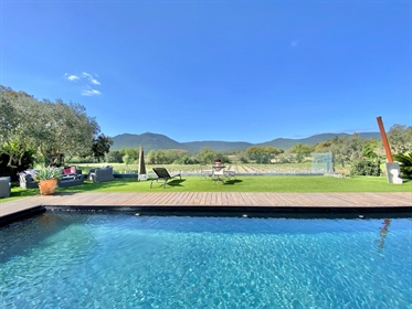 Modern villa with panoramic view over the vineyards and hills for sale in Plan de la Tour
