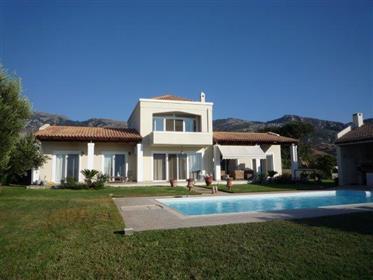 Casa : 318 m²