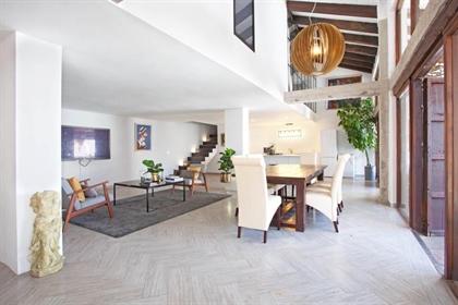 Elegante y moderno dúplex de dos habitaciones. Un antiguo restaurante recupera el esplendo