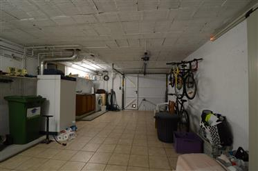 Saintes near shops, house on two bedrooms basement, garden