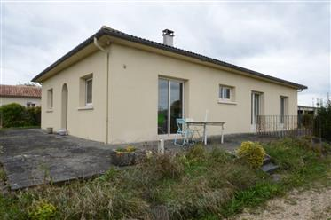 At the gates of Saintes single storey house 4 bedrooms