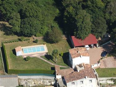 8 mn de Saintes, a vendre pavillon 4 chambres, garages, pisc...
