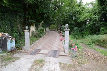 8 mn de Saintes, a vendre pavillon 4 chambres, garages, piscine