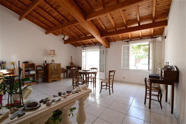 Saintes, à vendre maison de ville 3 chambres avec studio.