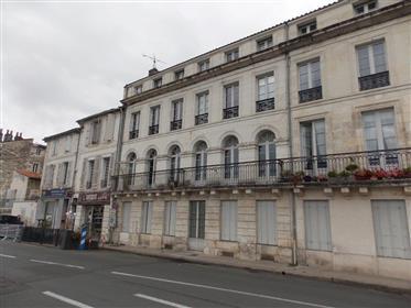 Saintes Rive Gauche Apartment T3 overlooking the Charente