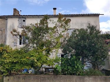 Maison Charentaise à rénover, 4 chambres, proche Saintes.