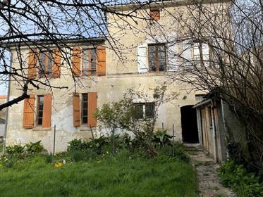 Saintes A Vendre Maison 6 Pieces A Renover Avec Jardin