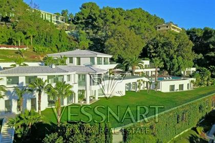 Immense villa de luxe dans un endroit recherché et pittoresq...