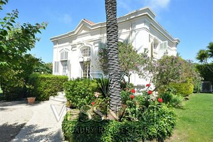 Villa avec potentiel dans un domaine fermé proche des plages